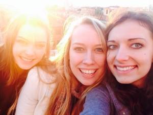 Le mie amiche Jill (a sinistra) e Morgan (a destra) alla Piazza di Spagna.