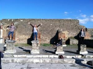 A Pompeii con le mie amiche Morgan, Tsu, e Haley.
