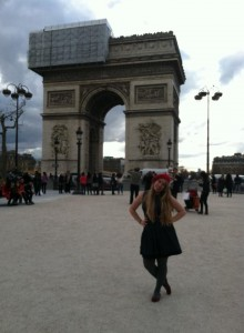 A red beret and the Arc di Triumph (cliche!)